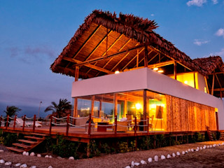 YUPANA Arquitectos Rustic style house Bamboo White
