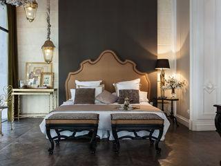 Mis En Demeure By Disak Disak Studio Hoteles de estilo clásico Ámbar/Dorado