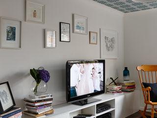 Virginia Water Apartment - Surrey Bhavin Taylor Design Ruang Keluarga Modern