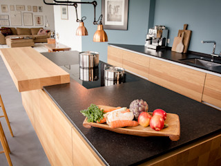 Tischlerküche in Eiche und Granit ApM-media Moderne Küchen