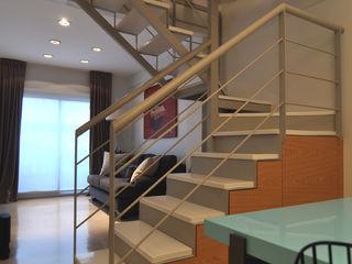 Matealbino arquitectura Modern corridor, hallway & stairs