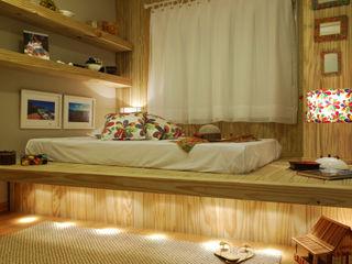 ARQ Ana Lore Burliga Miranda BedroomBeds & headboards Parket Wood effect