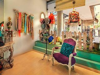 Cristina Cortés Diseño y Decoración Spazi commerciali moderni