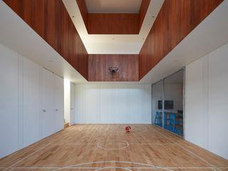 court house 小泉設計室 ミニマルデザインの ホームジム