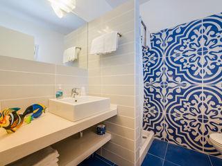 Angelo De Leo Photographer Modern style bathrooms