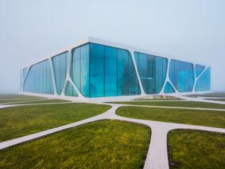 Leonardo Glass Cube Philip Gunkel Photographie Moderne Geschäftsräume & Stores Weiß