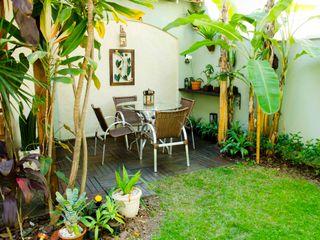 ELLIANE FREITAS DESIGN DE INTERIORES Tropical style garden