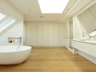 BATHROOMS: CONTEMPORARY BATHROOM Cue & Co of London Moderne Badezimmer