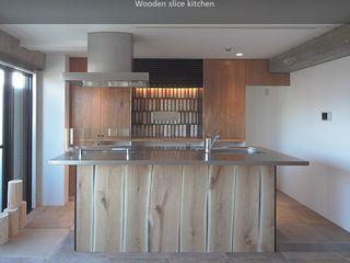 studio m+ by masato fujii Cucina in stile industriale