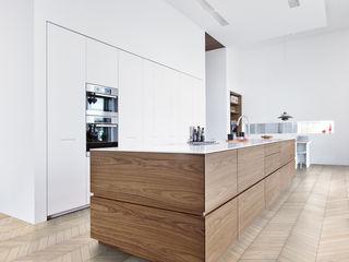 Kährs Parkett Deutschland Classic style kitchen Wood White