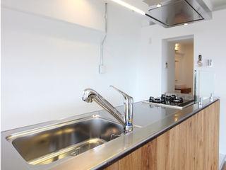 studio m+ by masato fujii Cucina in stile scandinavo Legno Effetto legno