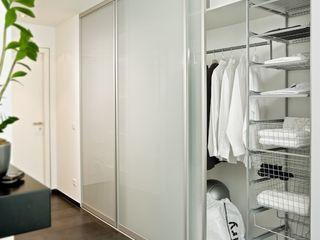 Schiebetüren MEINE KÜCHE + RÄUME (Kapp & Schöning GbR) Flur, Diele & TreppenhausKleiderständer und Garderoben