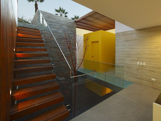 Casa P12 Martin Dulanto Koridor & Tangga Modern