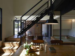 Mimasis Design/ミメイシス デザイン Ruang Makan Gaya Industrial Wood effect