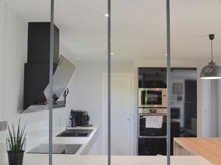 SAMANTHA DECORATION Moderne keukens Hout Grijs