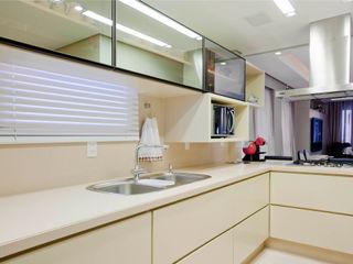 Priscila Koch Arquitetura + Interiores Modern kitchen