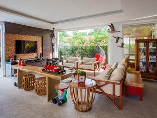 Heloisa Titan Arquitetura Modern balcony, veranda & terrace Copper/Bronze/Brass Amber/Gold