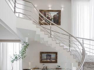 Heloisa Titan Arquitetura Classic style living room White