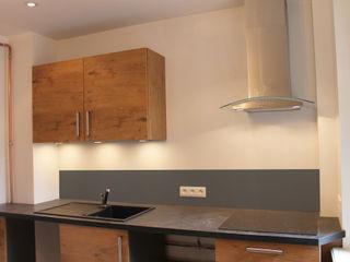 Agence ADI-HOME Dapur Modern Chipboard Wood effect