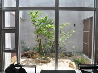 艸木/SOUMOKU Eclectic style garden Wood Transparent