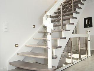 STREGER Massivholztreppen GmbH Corridor, hallway & stairsStairs