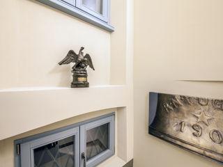 Storie di famiglia: la casa racconta STUDIO PAOLA FAVRETTO SAGL Hotel in stile classico Alluminio / Zinco Metallizzato/Argento