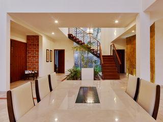 residencia Gallardo Excelencia en Diseño Pasillos, vestíbulos y escaleras coloniales Hierro/Acero Beige