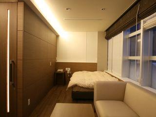 空想屋 (Koosoya Space Design Lab) Dormitorios de estilo moderno Acabado en madera