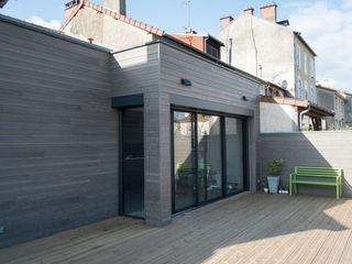 Jean-Paul Magy architecte d'intérieur Modern balcony, veranda & terrace Wood