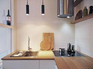 studio jan homann Cocinas modernas Madera Blanco
