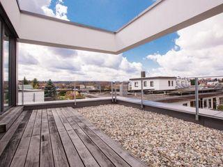 haus GTO BPLUSARCHITEKTUR Minimalistischer Balkon, Veranda & Terrasse
