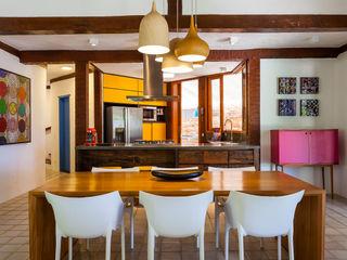 RAC ARQUITETURA Sala da pranzo in stile coloniale