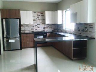 H-abitat Diseño & Interiores Cozinhas modernas Pedra Multicolor