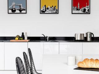 Battersea Pied-à-terre YAM Studios Moderne Küchen Weiß