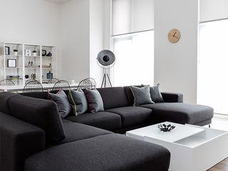 Battersea Pied-à-terre YAM Studios Moderne Wohnzimmer Weiß
