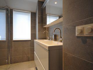 AGZ badkamers en sanitair Modern bathroom Tiles Grey