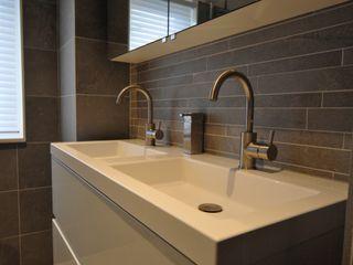 AGZ badkamers en sanitair Modern bathroom Metallic/Silver