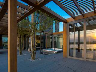 DENOLDERVLEUGELS Architects & Associates Balcone, Veranda & Terrazza in stile moderno