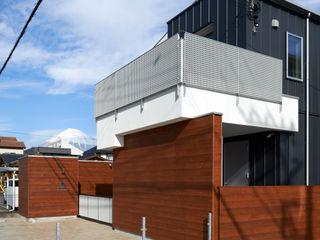 富士を望む家 佐賀高橋設計室/SAGA + TAKAHASHI architects studio モダンな 家