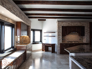 H-abitat Diseño & Interiores Cozinhas clássicas Madeira Acabamento em madeira