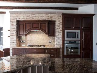 H-abitat Diseño & Interiores Cozinhas clássicas Mármore Acabamento em madeira