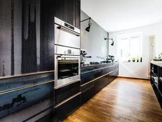 BESPOKE GmbH // Interior Design & Production 現代廚房設計點子、靈感&圖片 鐵/鋼 Black