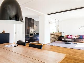 BESPOKE GmbH // Interior Design & Production 现代客厅設計點子、靈感 & 圖片