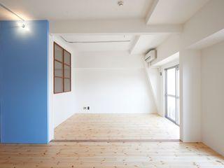 豪徳寺のマンションリノベーション 佐賀高橋設計室/SAGA + TAKAHASHI architects studio オリジナルな 壁&床