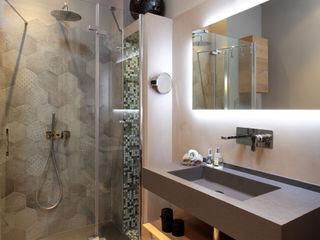 architetto roberta castelli Minimalist style bathrooms