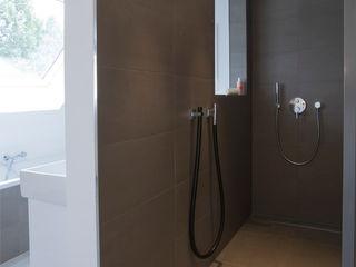 Bettina Wittenberg Innenarchitektur -stylingroom- Baños de estilo moderno Gris