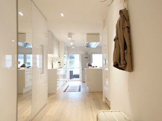 Bettina Wittenberg Innenarchitektur -stylingroom- Pasillos, vestíbulos y escaleras de estilo moderno