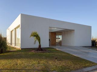 VISMARACORSI ARQUITECTOS Minimalist house