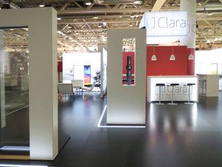 idressort InteriorDesign& Messe Diseño de ferias de estilo moderno Derivados de madera Rojo