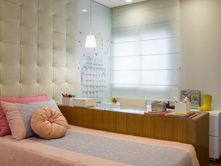SESSO & DALANEZI Dormitorios modernos: Ideas, imágenes y decoración Rosa